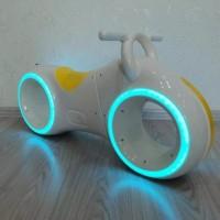 Беговел  DB002 Trolley с музыкой.со светом белый